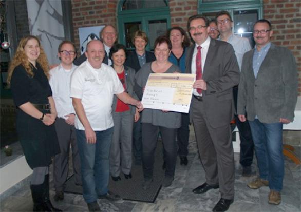 Spendenübergabe von der BSG Commerzbank Düsseldorf an Tinkerbell e.V. in der Olive in Hochdahl